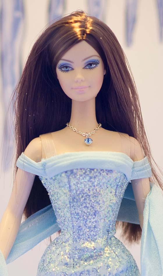 Side-Parted-Simple-Hairstyle Top Barbie Hairstyles That You Can Try Too