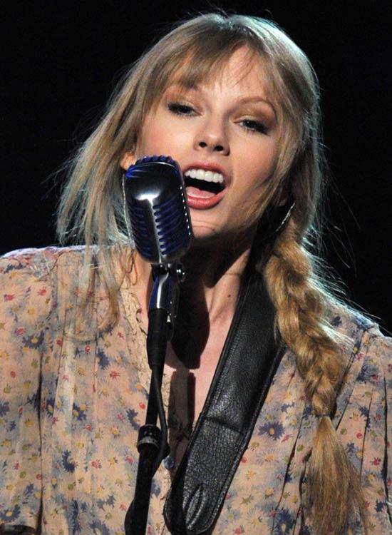 Taylor-Swift's-Hippie-Braid Best Hippie Hairstyles