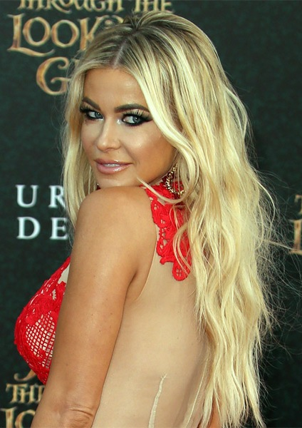 Carmen-Electra-Long-Wavy-Hairstyle Most Beautiful Celebrity Long Haircuts To Adore