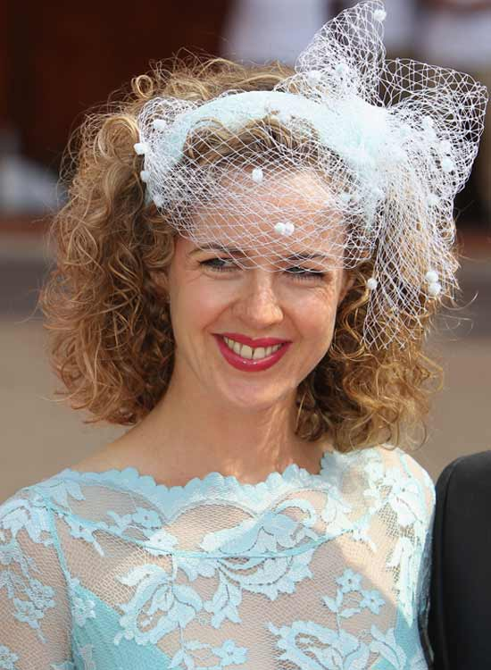 Classic-Voluminous-Curls Bridal Hairstyle Ideas For Your Reception