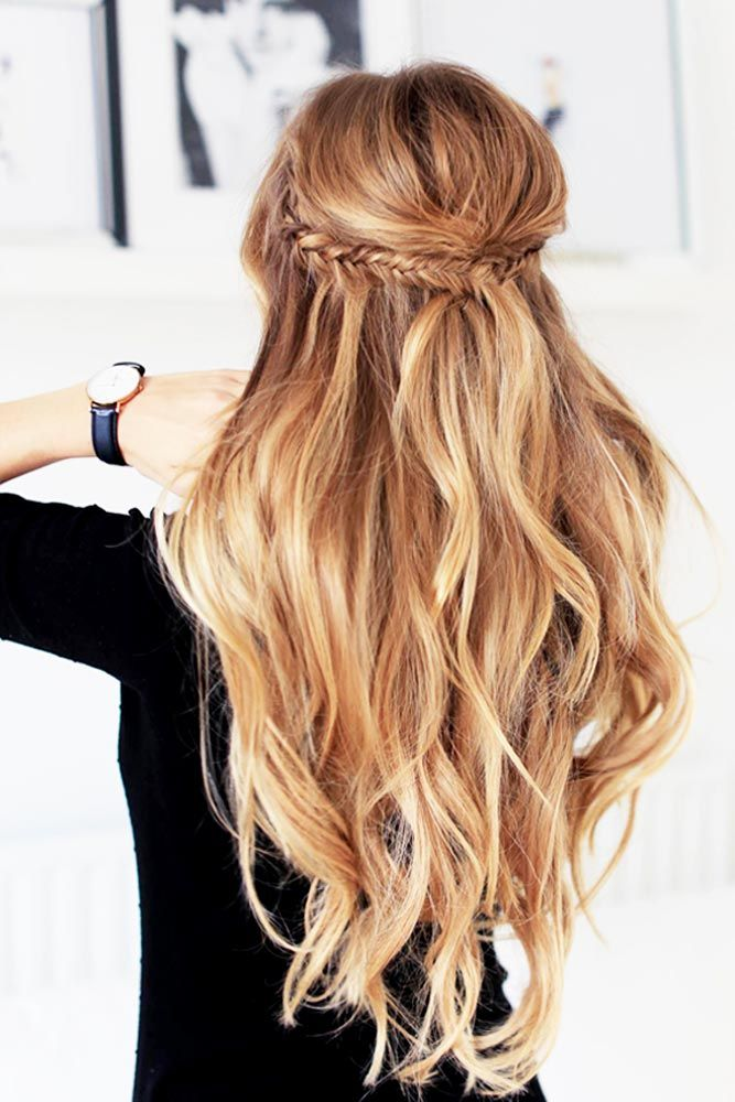 Glossy-Blonde-Hair-with-Golden-Highlighted-Bangs Christmas Party Hairstyles to Enhance Your Look