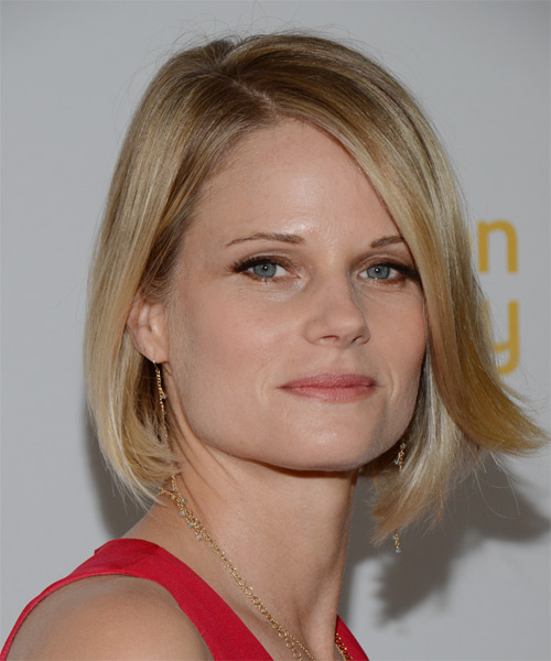 Joelle-Carter-Medium-Straight-Bob-Hairstyle Hottest And Trendy Bob Haircuts For Stylish Look