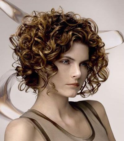 Layered-Curly-Bob-Hairstyle Stylish and Glamorous Curly Bob Hairstyle for Women