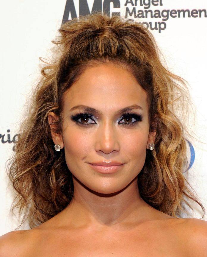 Lighter-hairstyle-with-a-curly-look Most Attractive Fall Hairstyles to Try This Year