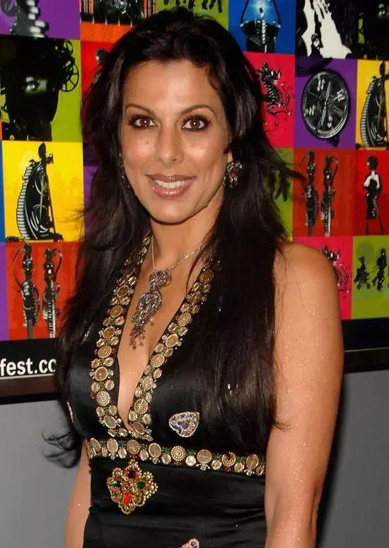 Pooja-Bedi Top Indian Actresses With Stunning Long Hair