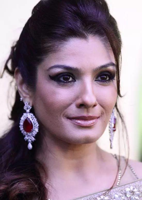 Raveena-Tandon Top Indian Actresses With Stunning Long Hair