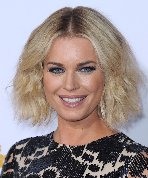 Rebecca-Romijn-Short-Wavy-Bob-Hairstyle Hottest And Trendy Bob Haircuts For Stylish Look