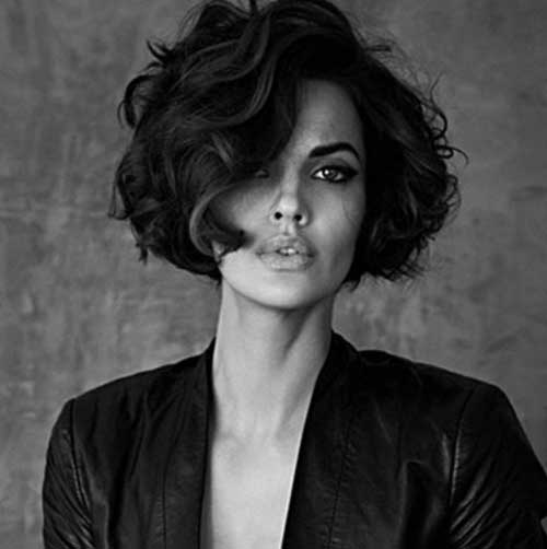Retro-Curly-Bob-Hairstyle Stylish and Glamorous Curly Bob Hairstyle for Women