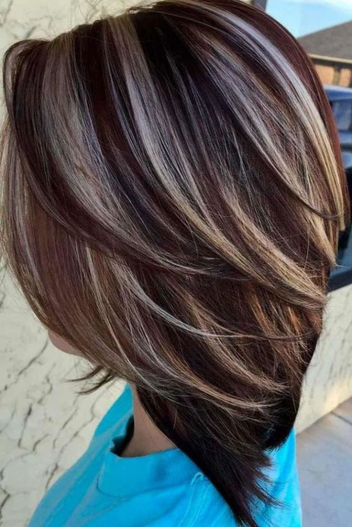 Short-combed-hair-with-stripes-of-desired-color Most Attractive Fall Hairstyles to Try This Year