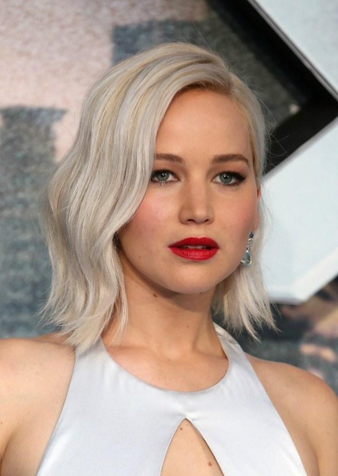 Short-haircut-with-a-celebrity-look Most Attractive Fall Hairstyles to Try This Year