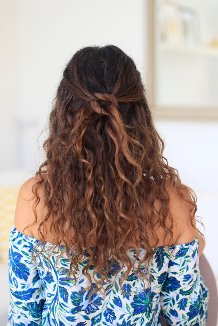 Soft-curly-hairstyle-for-this-fall Most Attractive Fall Hairstyles to Try This Year