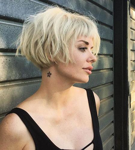 BLONDE-MESSY-HAIR-FOR-GIRLS Short Messy Bob Hairstyles 2020
