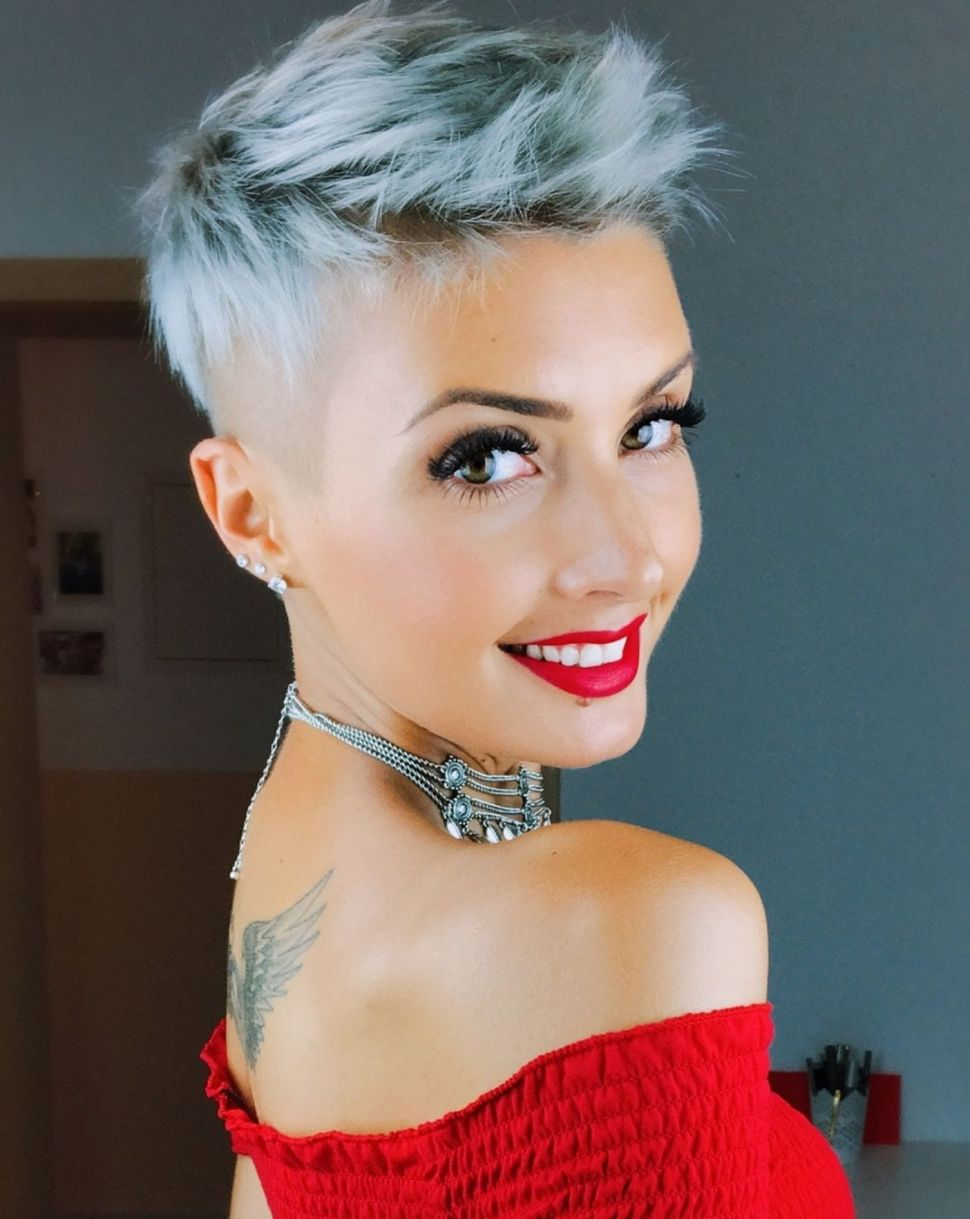 Cool-Pixie-Cut-with-Undercut Contemporary Hairstyles for an Amazing Appearance