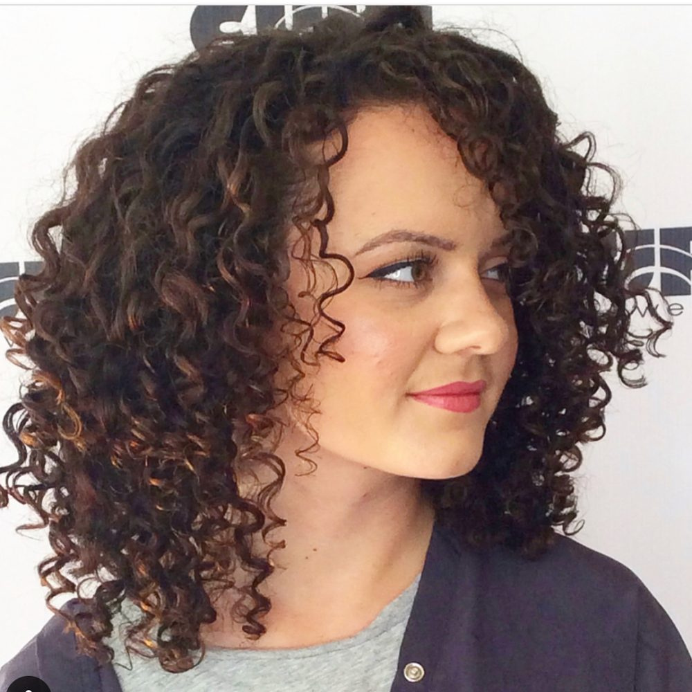 Shoulder-Length-Simple-Curly-Hairstyle Cute Curly Hairstyles for Women