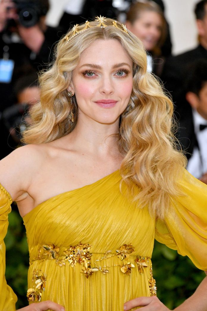 Amanda-Seyfrieds-Crown-of-Curls Stunning Curly Hairstyles That Are All About That Texture