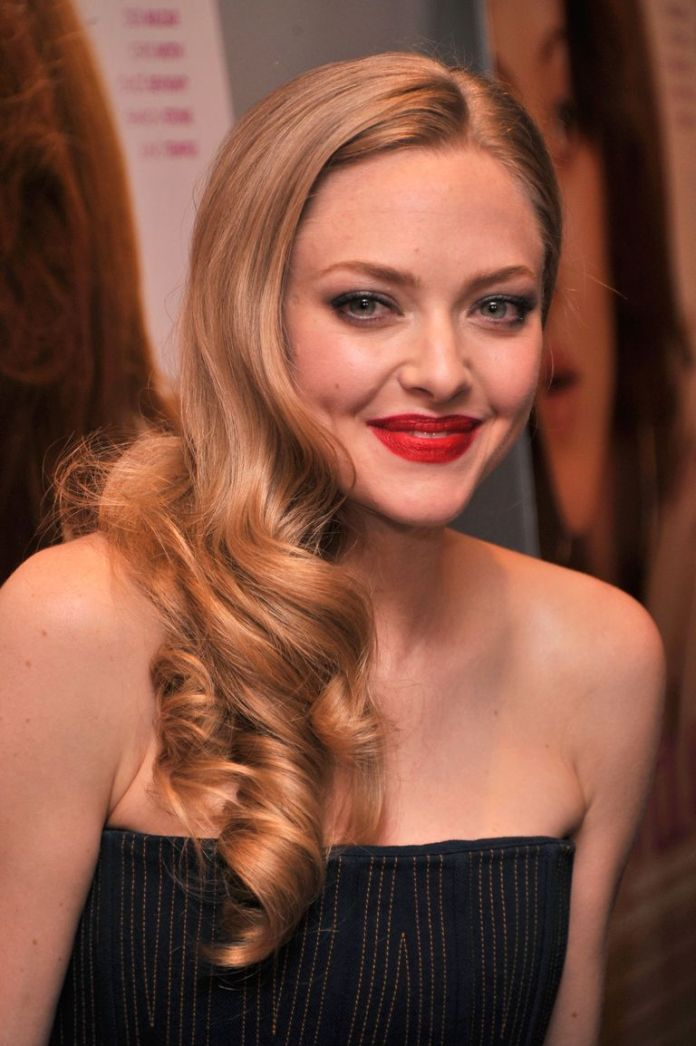 Amanda-Seyfrieds-Half-and-Half-Style Stunning Curly Hairstyles That Are All About That Texture