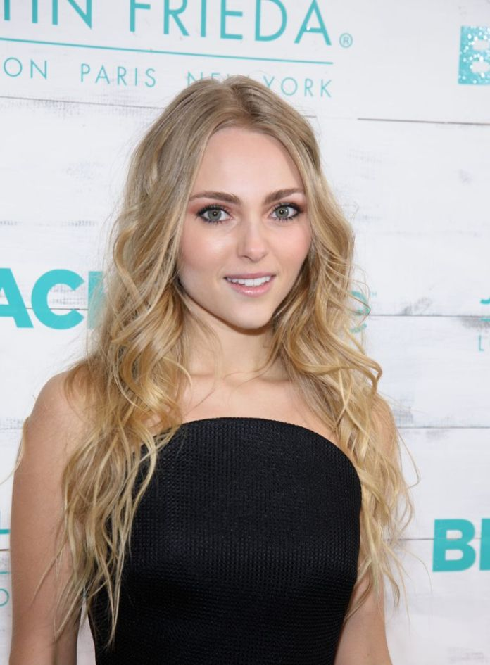AnnaSophia-Robbs-Easy-Waves Stunning Curly Hairstyles That Are All About That Texture