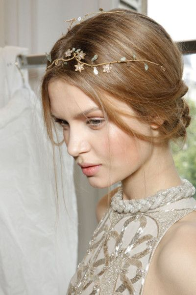 Light-Gold-Chain-Flower-Halo 15 Stunning Bridal Hairstyles