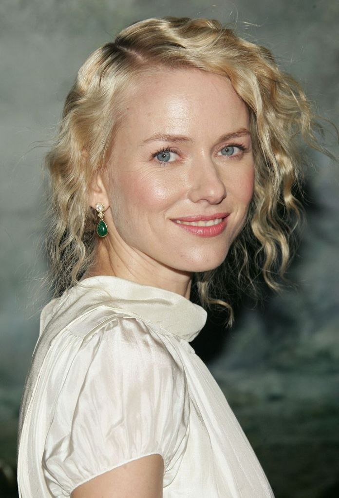 Naomi-Watts-Loosely-Pinned-Waves Stunning Curly Hairstyles That Are All About That Texture