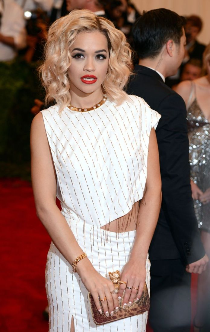 Rita-Oras-Loose-Bob Stunning Curly Hairstyles That Are All About That Texture