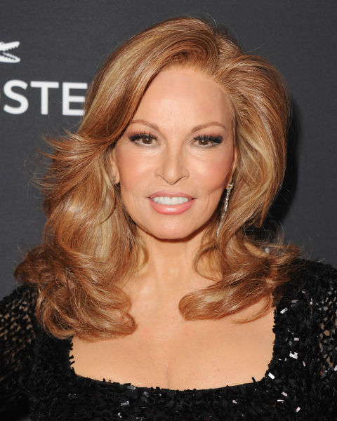 Side-Swept-Blonde-Wavy-Hair Wavy Hairstyles for Women Over 50 – Look Young And Beautiful