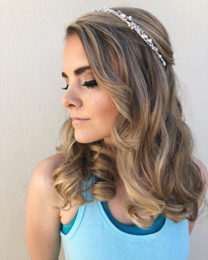 Simple-Tiara-in-Open-Hair Hairstyles with Tiara for Glam and Fab Look