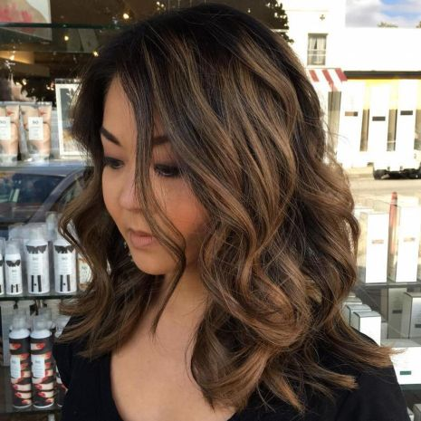 Soft-Medium-Length-Waves 12 winning looks with medium hairstyles for round face
