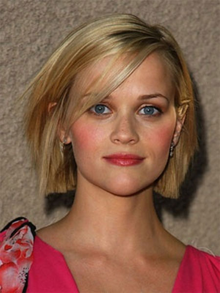 Straight-and-Blunt-Short-Bob-Hairstyle Short Bob Hairstyles for Ladies