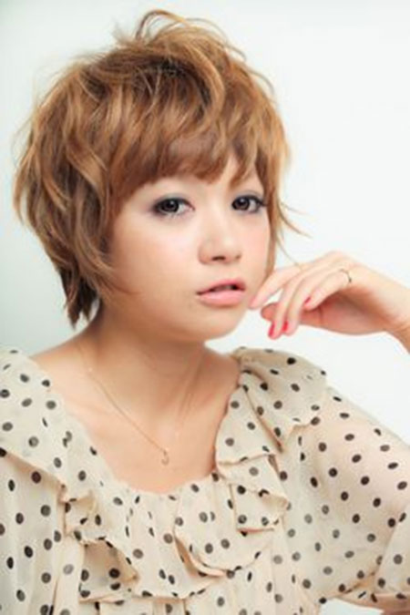 The-Cute-Messy-and-Wavy-Short-Hairstyle Short Cute Hairstyles
