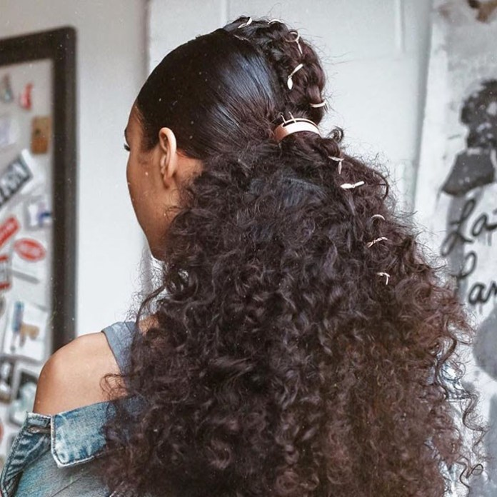 Voluminous-Ponytail 10 Glamorous curly ponytails you must try