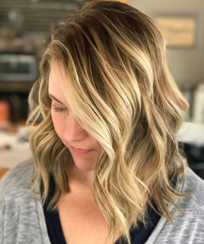 Wavy-layered-ombre-haircut 12 winning looks with medium hairstyles for round face