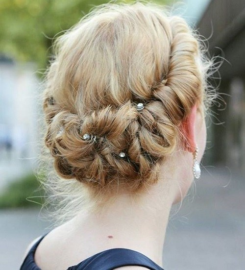 Dark-Blond-Rolls-and-Twists 15 eye-catching Prom Hairstyles for Short Hair