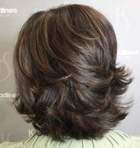 Medium-Feathered-Haircut-for-Thick-Hair 12 Winning-looks Layered Bob Hairstyles