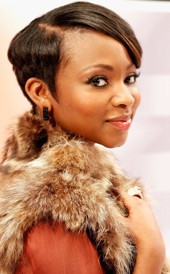 Short-Side-Swept Natural Hairstyles for Black Women to Enhance Your Look