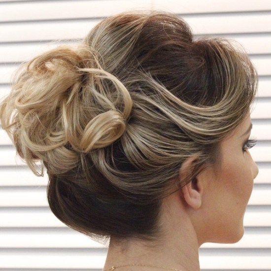 Short-Swoops-and-Curls- Quick and Easy Short Hair Buns to Try