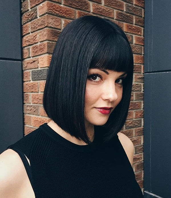 Straight-bob-with-bangs 14 fabulous straight bobs hairstyles you might want to copy