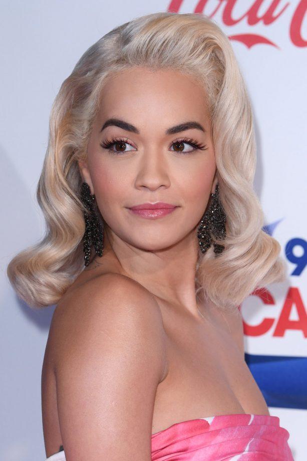 Wavy-Golden-Blonde-Hair Most Trendy and Terrific Medium Hairstyles 2020