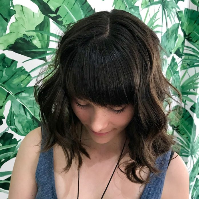 natural-choppy-lob Best Hairstyles for Heart-Shaped faces