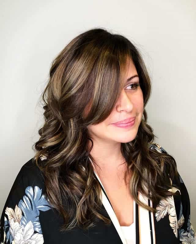 Long-Side-Bangs Attractive Medium Brown Hairstyles with Blonde Highlight