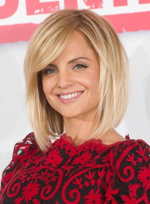 Long-and-blond Cutest Bob Haircuts for Women to Bump Up The Beauty
