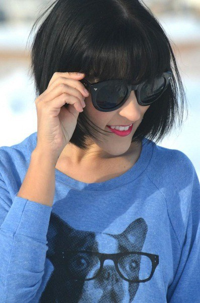 Short-bob-with-short-bangs Captivating Inverted Bob Hairstyles That Can Keep You Out of Trouble