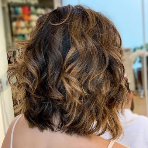Shoulder-Length-Wavy-Cut-for-Thick-Hair Gorgeous haircuts for thick hair of medium length in 2020