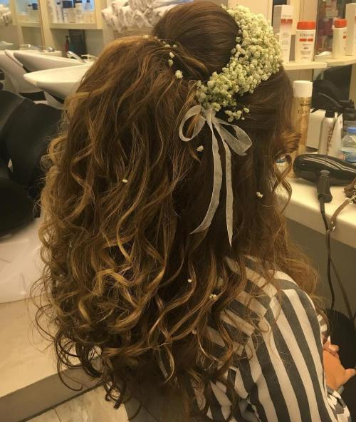 Teased-Half-Up-Style-with-Headband 15 Stylish Half Up Half Down Wedding Hairstyles for Brides