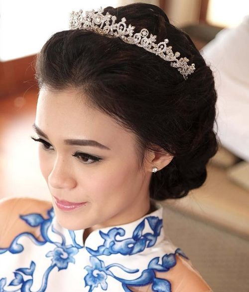 Tucked-Up-Updo 14 Gorgeous Wedding Hairstyles for Long Hair