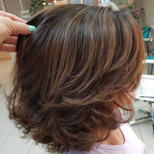 Voluminous-Cut-with-Swoopy-Layers-1 14 Sensational Medium Length Haircuts for Thick Hair