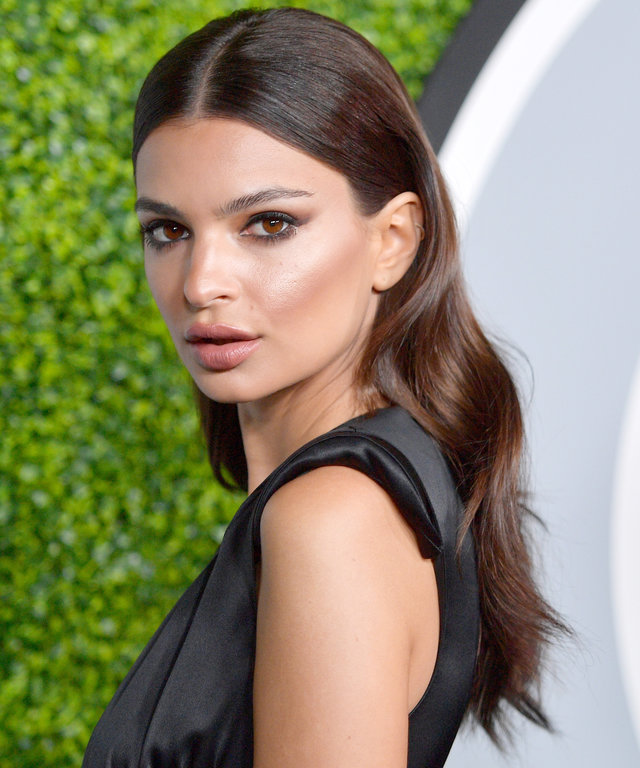 Waves-with-Center-Parting Dazzling Straight Hairstyles for a Diva Look