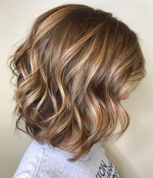 Chocolate-and-Caramel-Wavy-Lob 14 Mind-Blowing Haircuts for Thin Hair