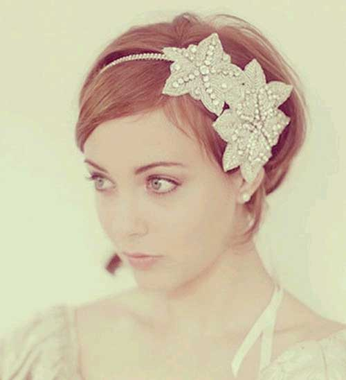 Cute-Short-Bob-Wedding-Hair-with-Crown 15 Elegant Wedding Hairstyles for Bob Haircut