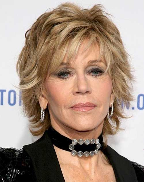 Easy-Classic-Short-Blonde-Hairstyle 20 Awesome Short Haircuts for Older Women