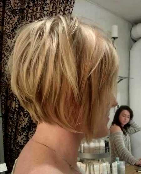 Layered-Messy-Natural-Bob 25 Blonde Bob Haircuts